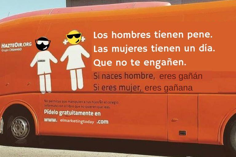El hada Madrina conduce el bus del Dia Internacional de la Mujer