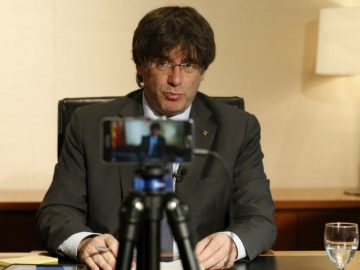 Carles Puigdemont realiza un webinar para ganar votos en el Referendum