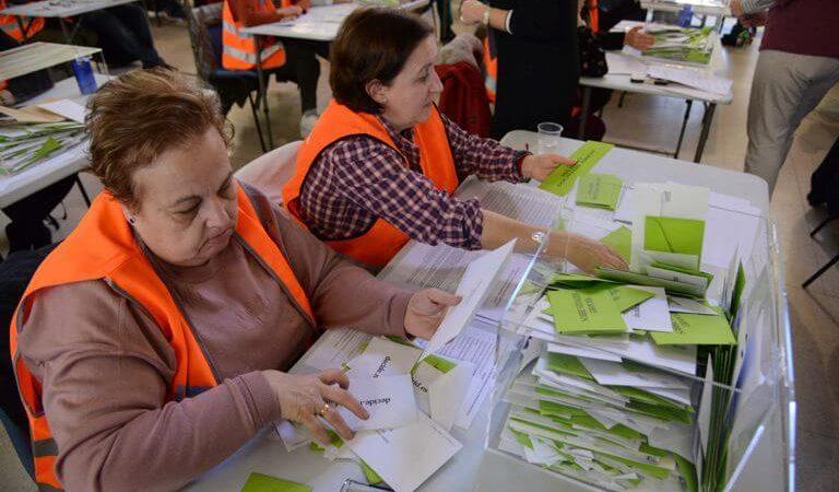Empieza el escrutinio de votos con Manuel Bartual en cabeza